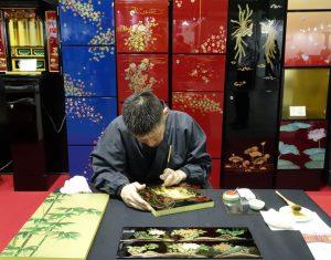 松本仏壇製造所(八尾市) 蒔絵で飾られた納骨堂