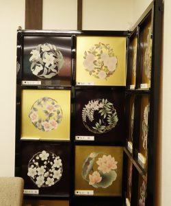 堀金箔粉(京都) 丸山寿美さんの天井花丸