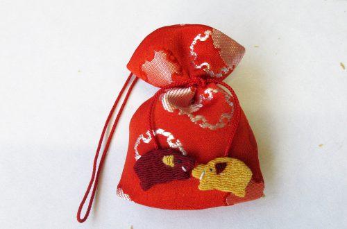 今月のプレゼント 干支「亥(いのしし)」の匂い袋(山田松香木店)