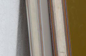 塗り重ねられた色漆の層