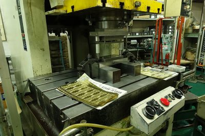 小寺製作所(大津)プレス機械