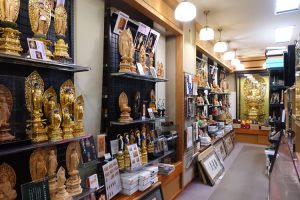 熊木本店(滋賀県東近江市八日市)1階仏像